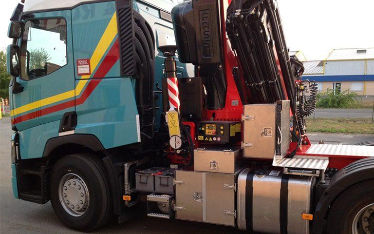 camion carrosserie tmd adr transport de matières dangereuses